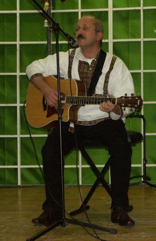 """""""Unser Solist und Gitarrist Michail"""""""